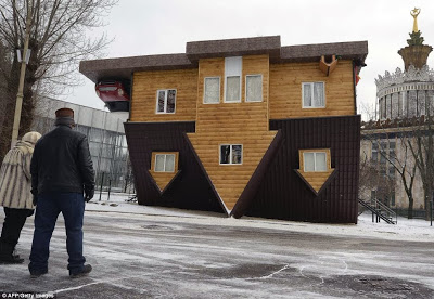 amazing upside down house in Moscow