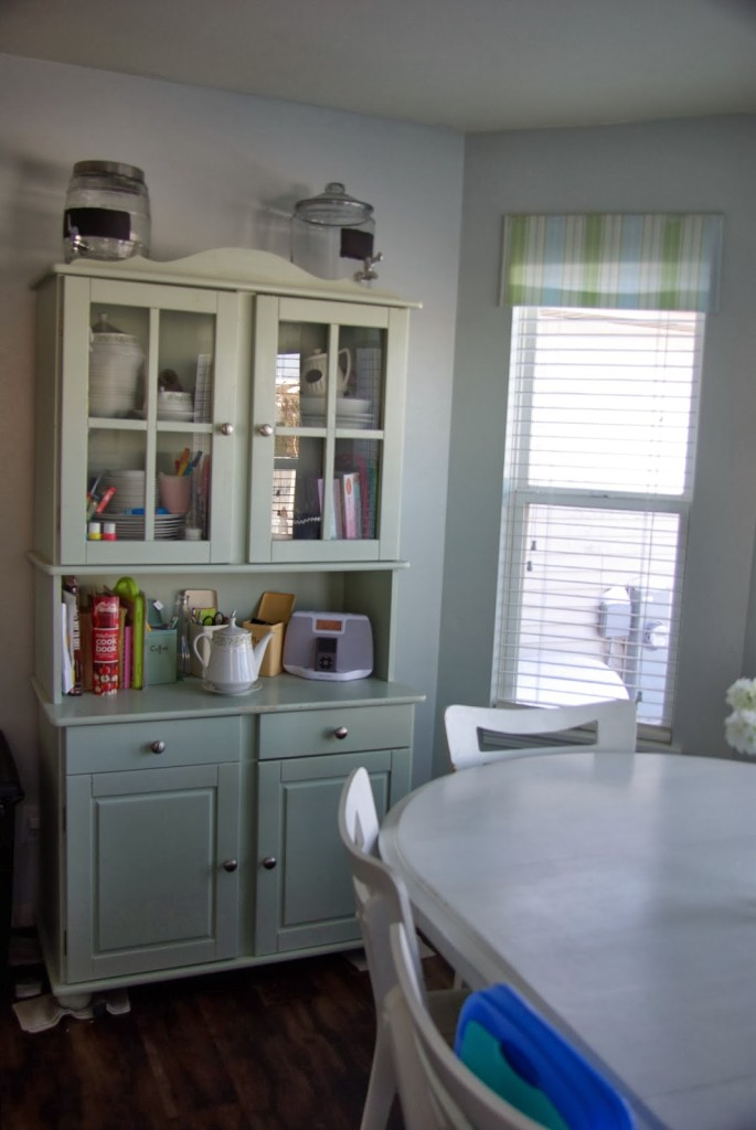 dinning room with china cabinet