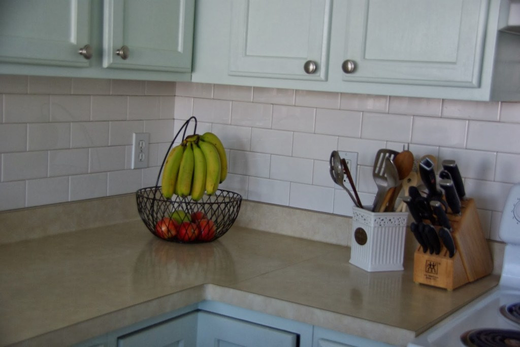 white subway tile back splash