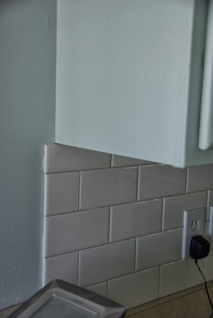 white subway tile back splash edge