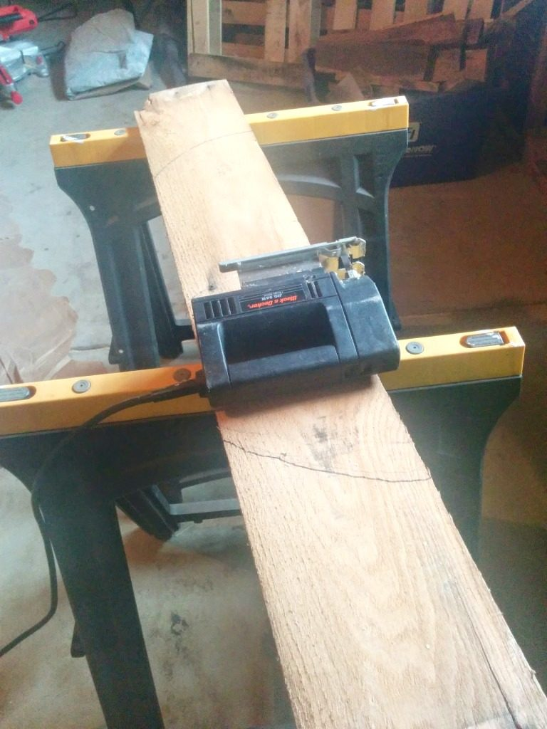 cutting-wood-for-pallets