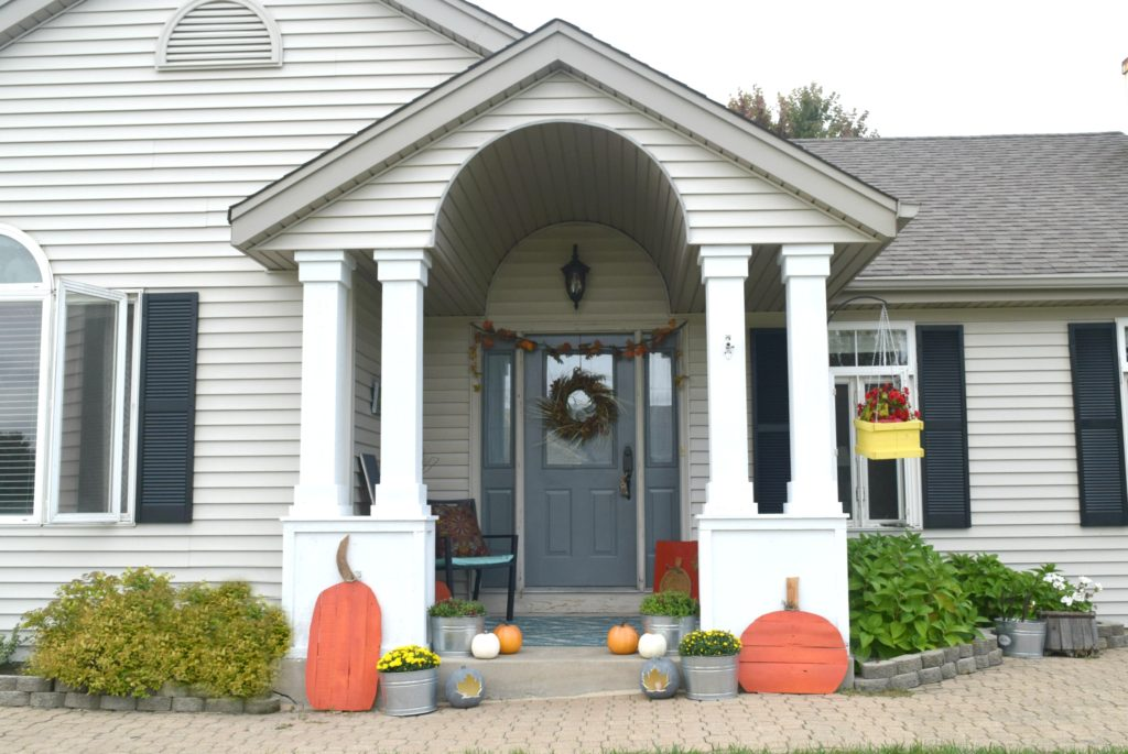 fall-decorating-for-front-of-home