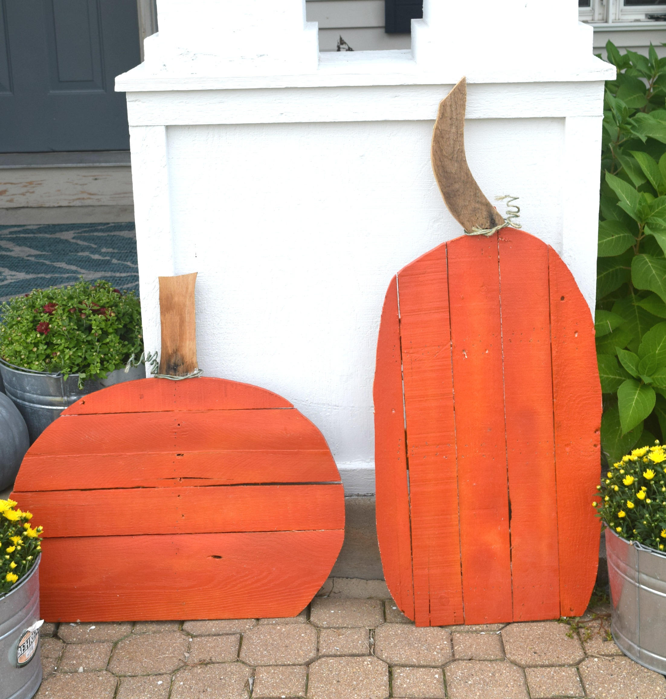 wood pallet pumpkins