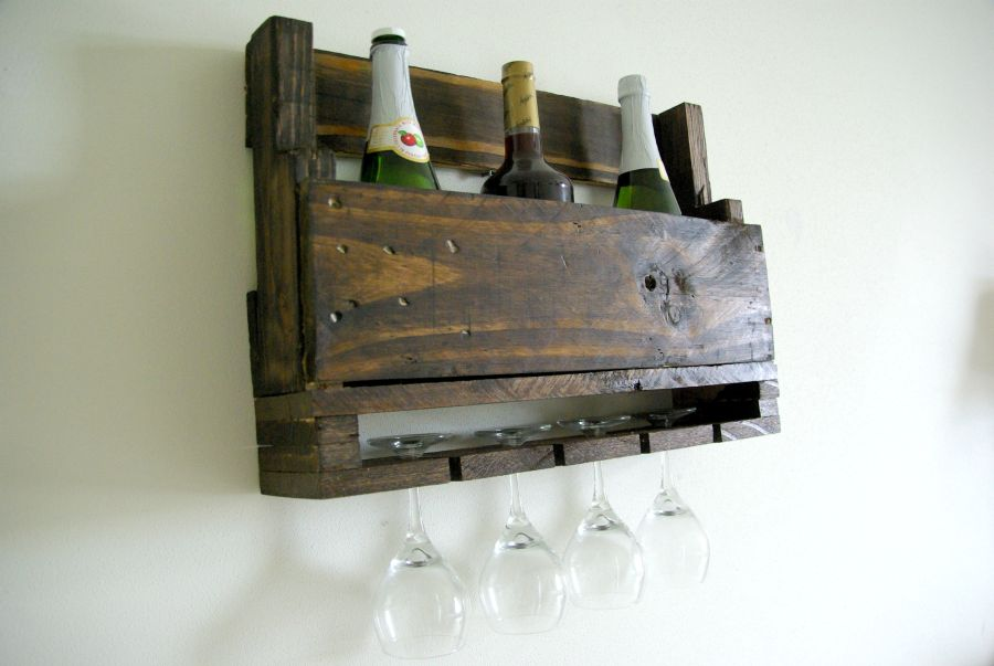 wall mounted wine rack, using wood pallets