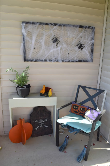 Outdoor spooky spider frame art