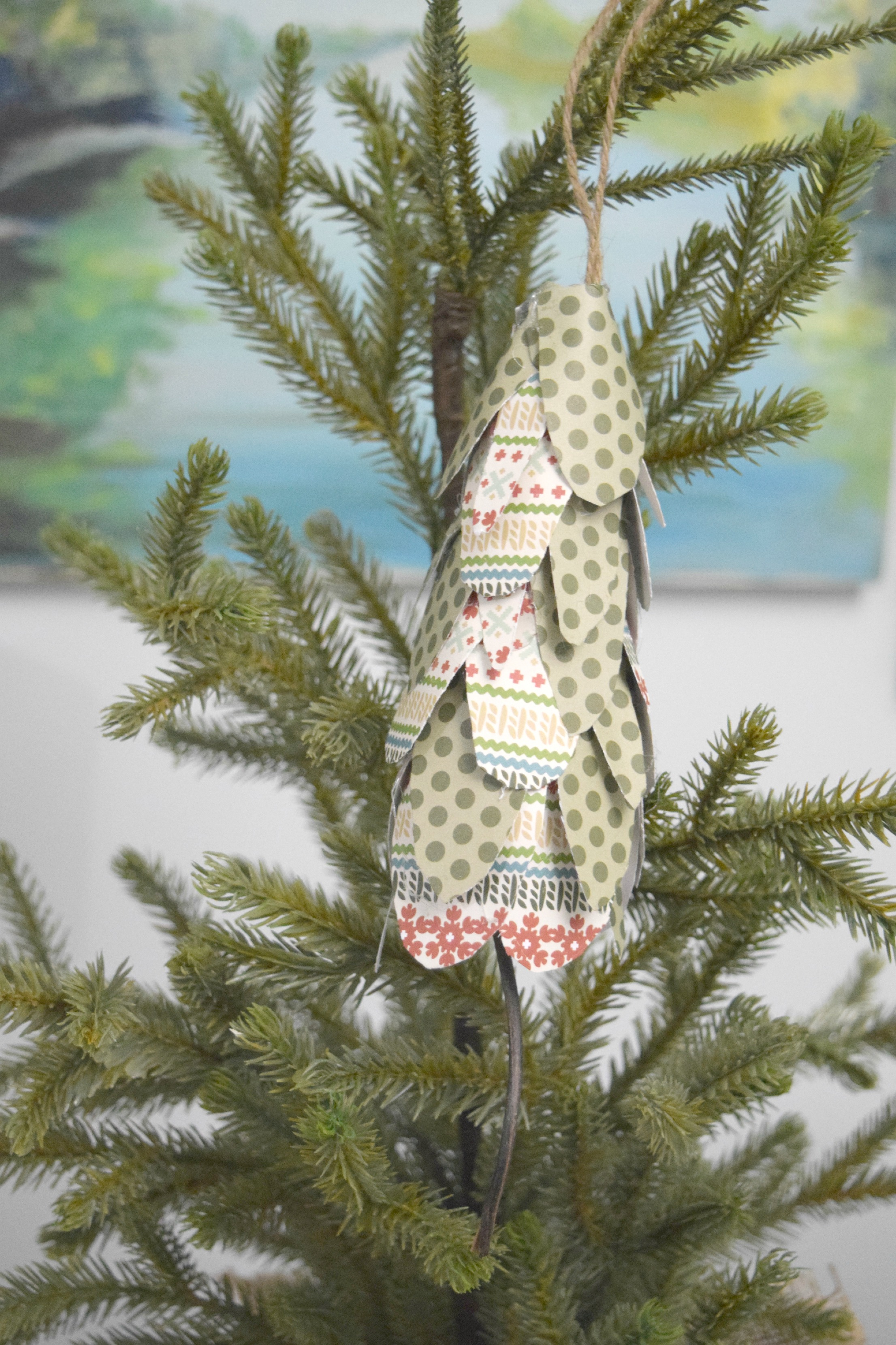 Simple Paper Christmas tree ornament