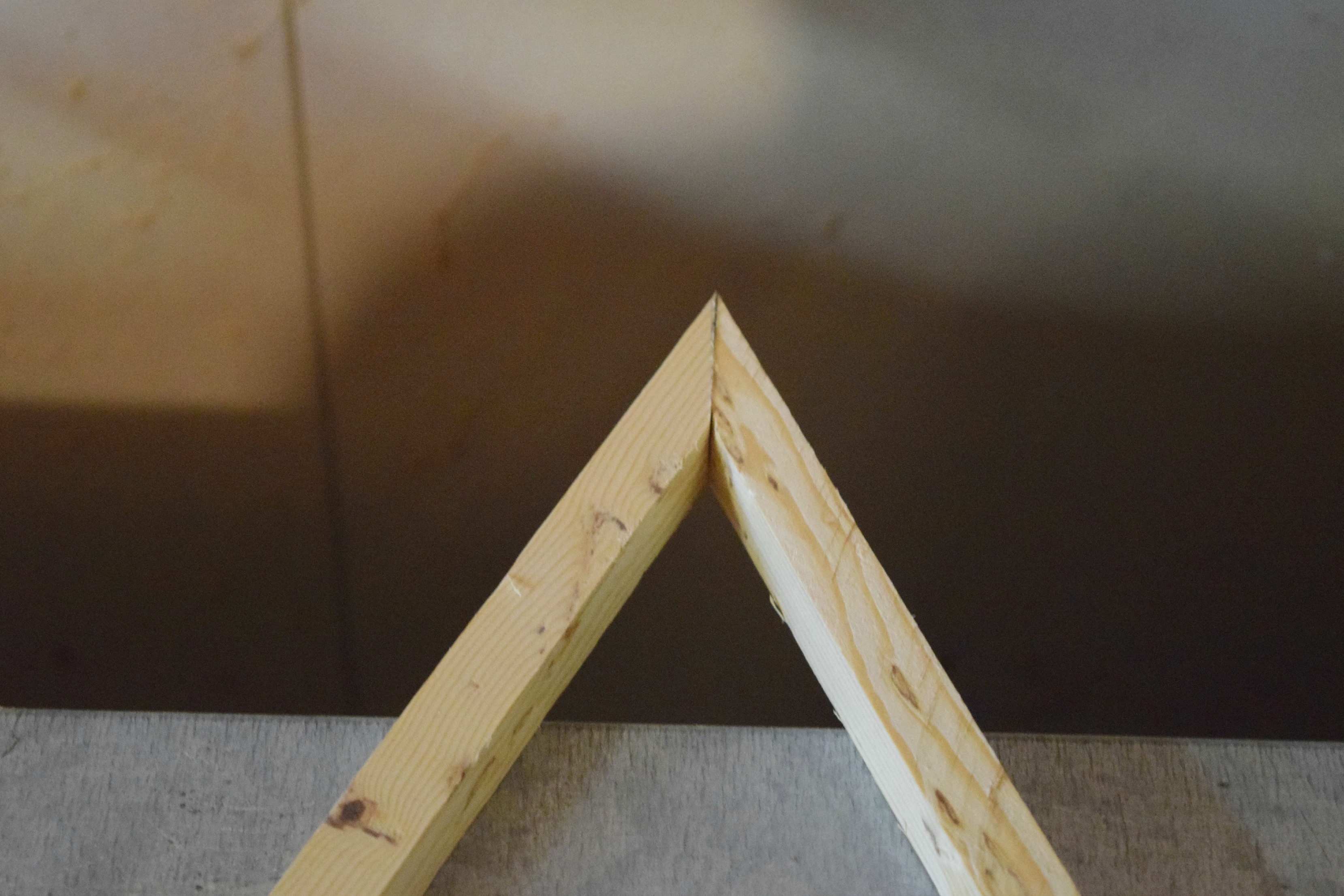 making top of wood triangle frame