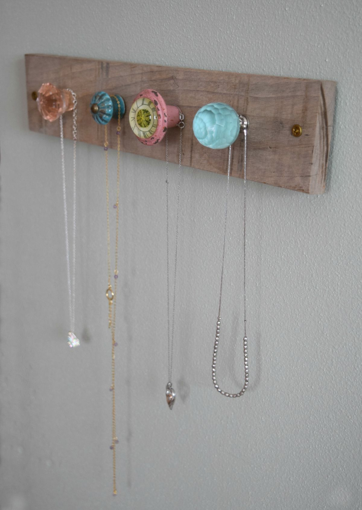 Creative-and-feminine-jewelry-wall-holder