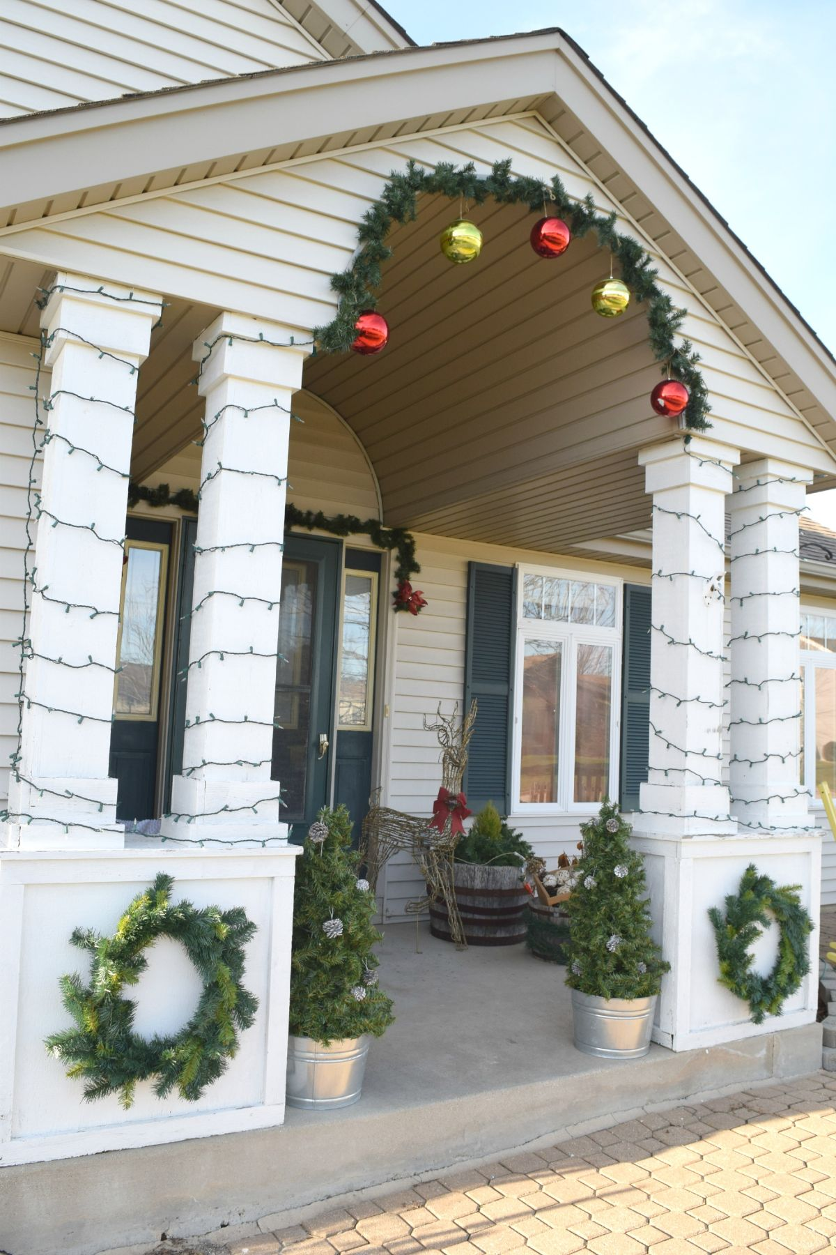 DIY-front-porch-christmas-decorations