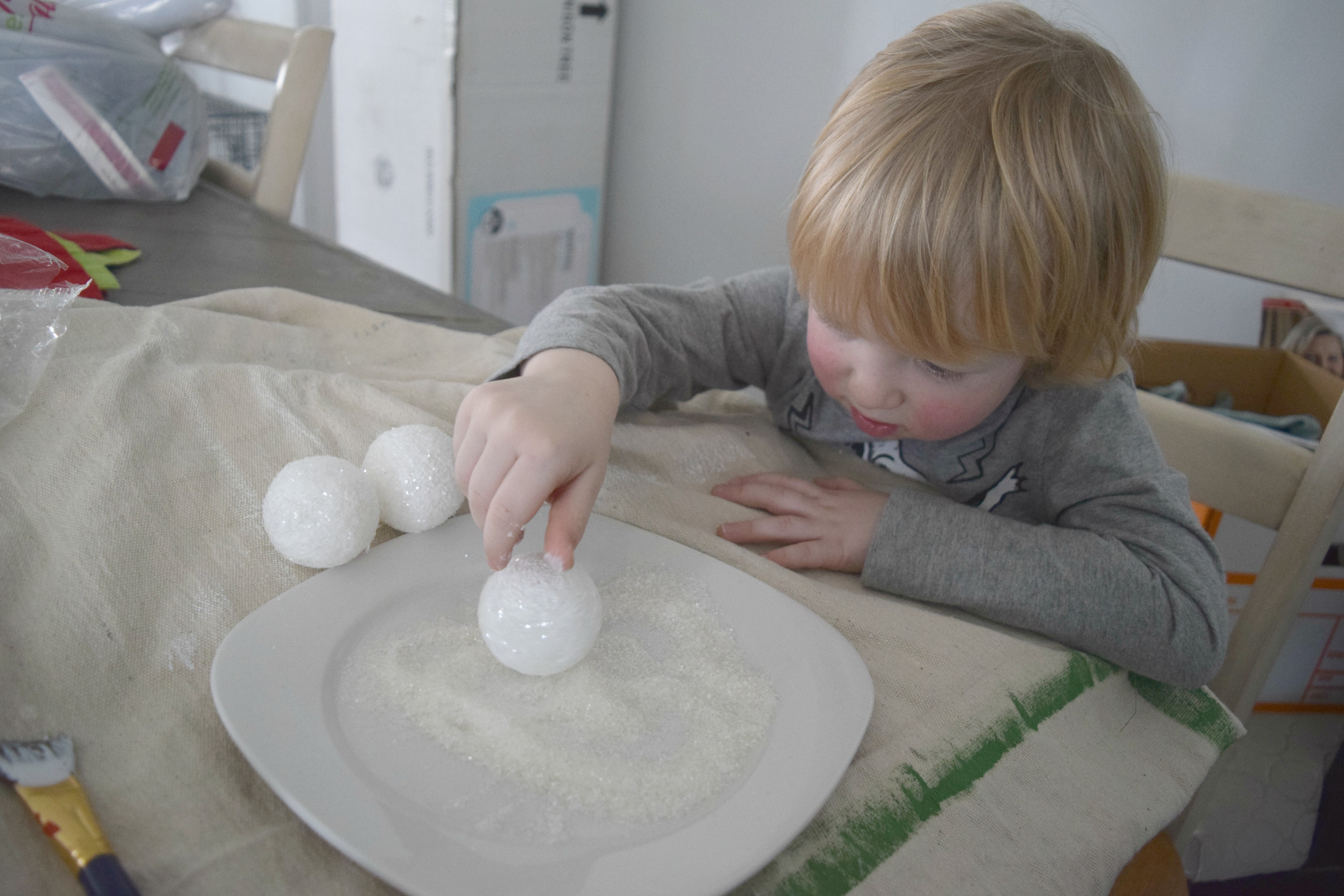 gaving making craft snowballs