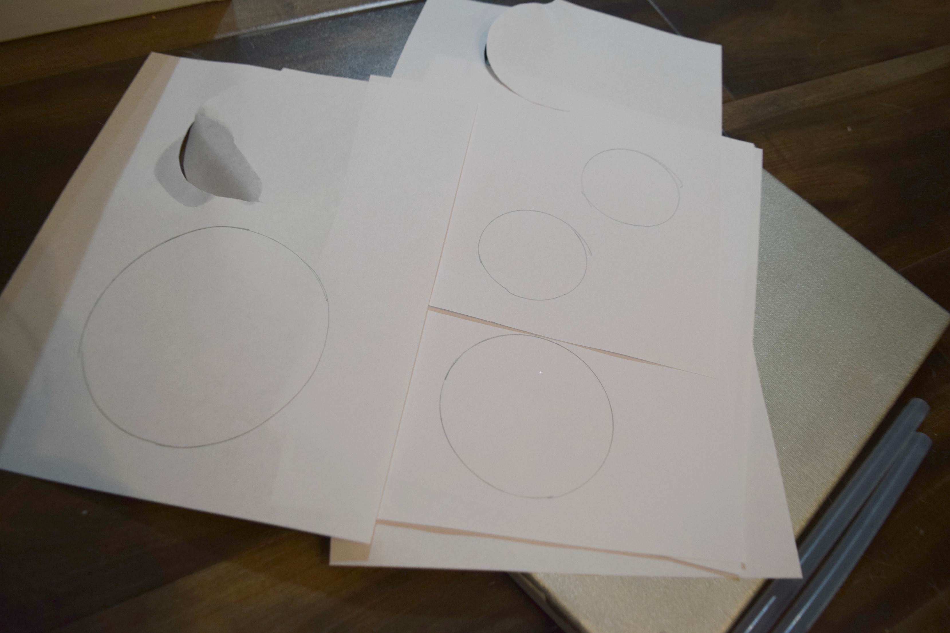 making paper snowmand