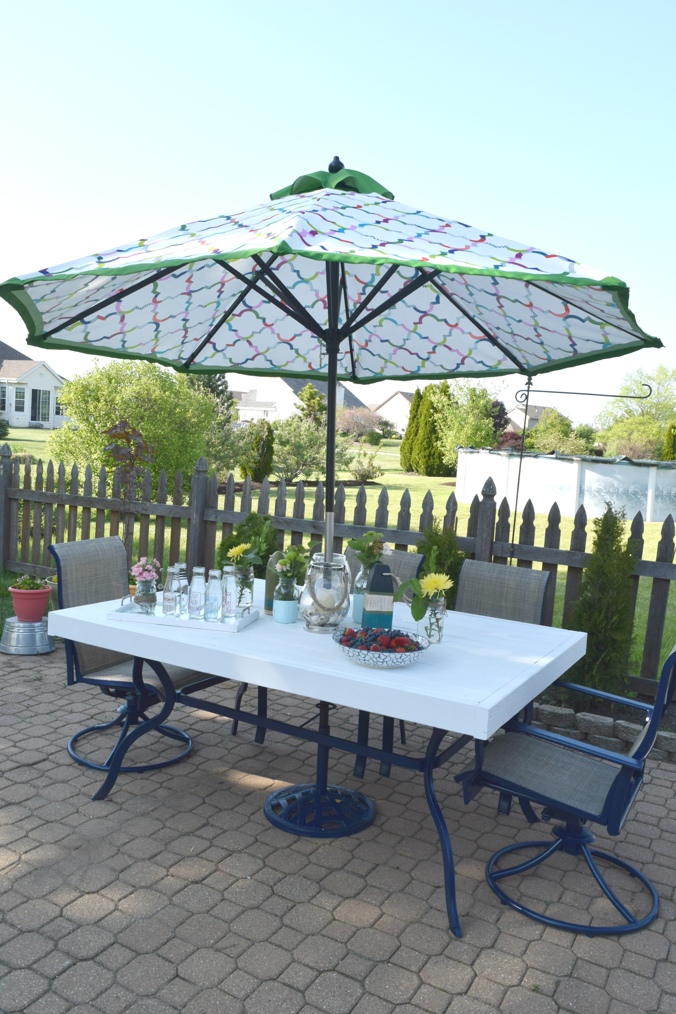 Patio table upcycle, low cost and simple to redo