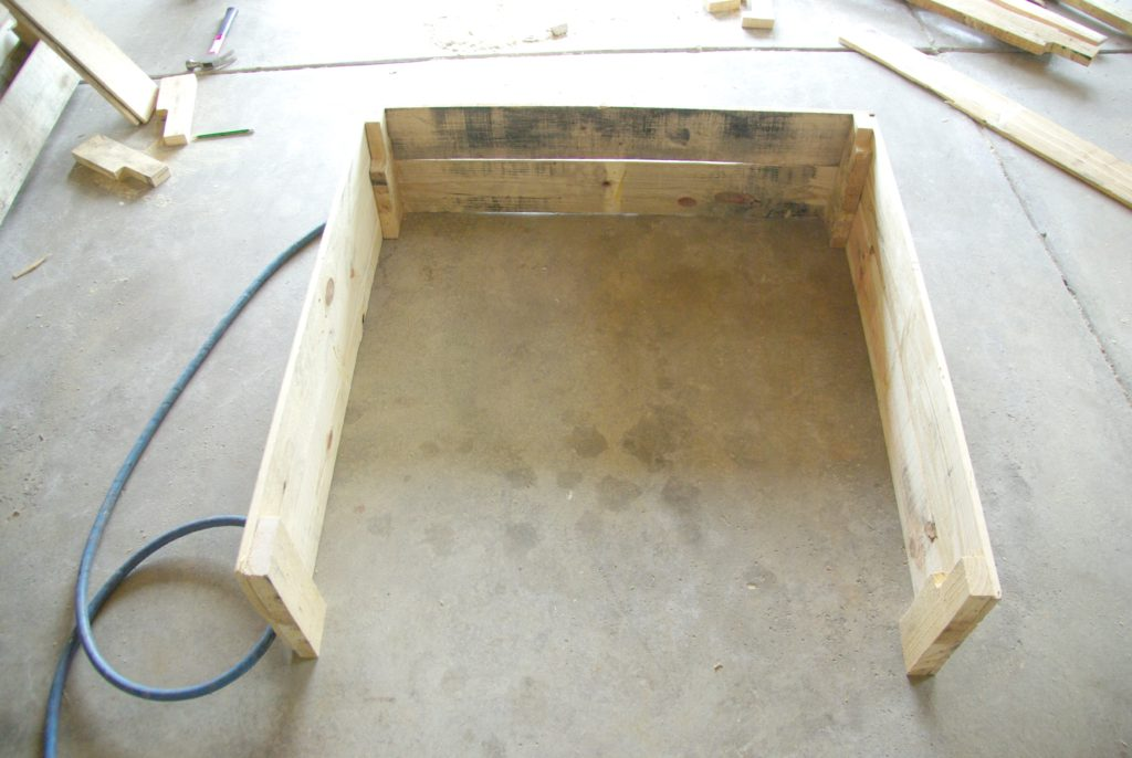 building-wood-pallet-box