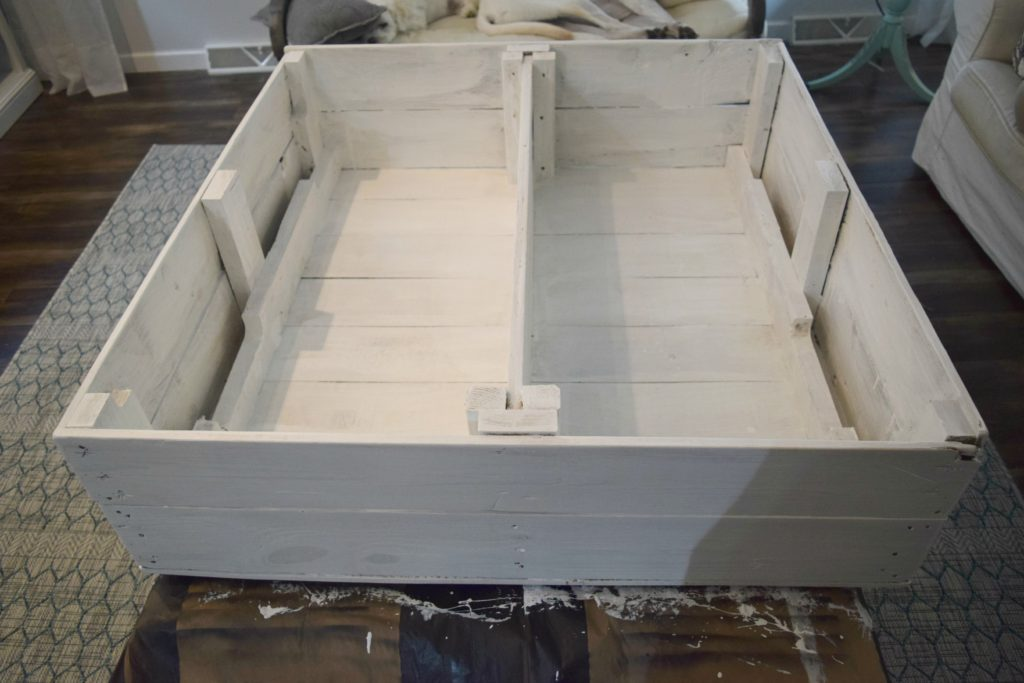 painting-white-pallet-box