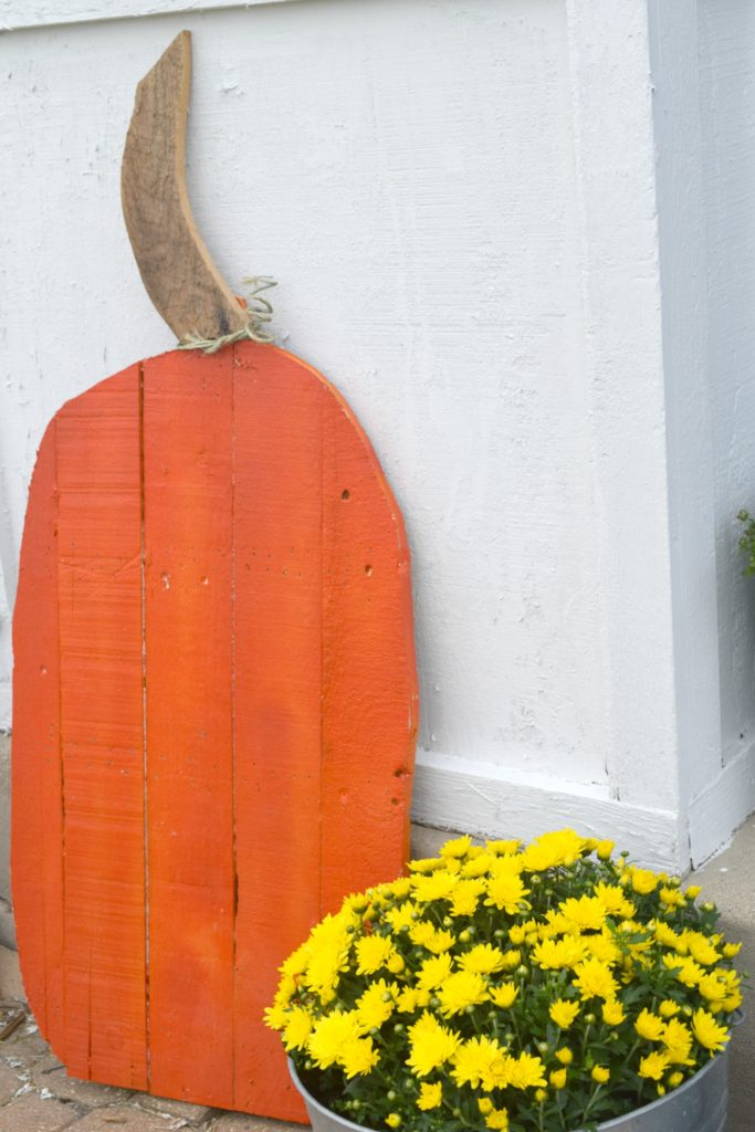 how to make wood pallet pumpkins