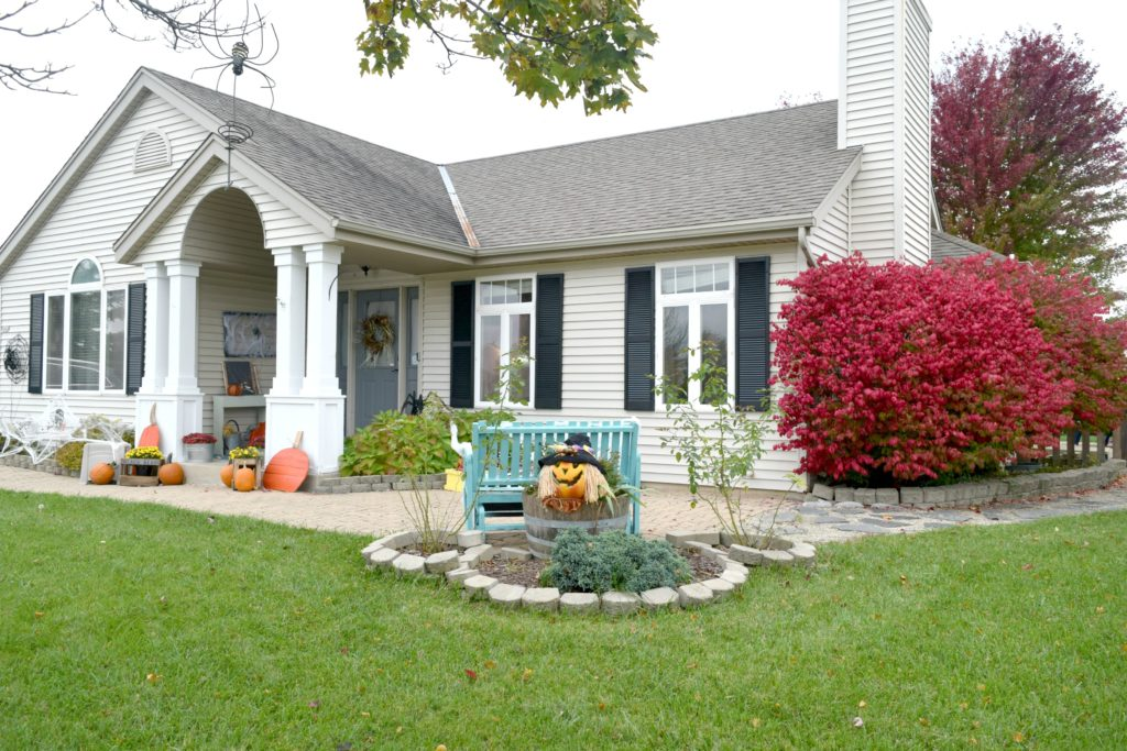 halloween-decorated-home
