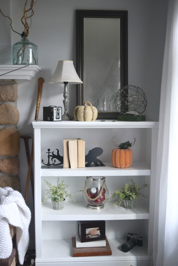 halloween-decorated-shelves