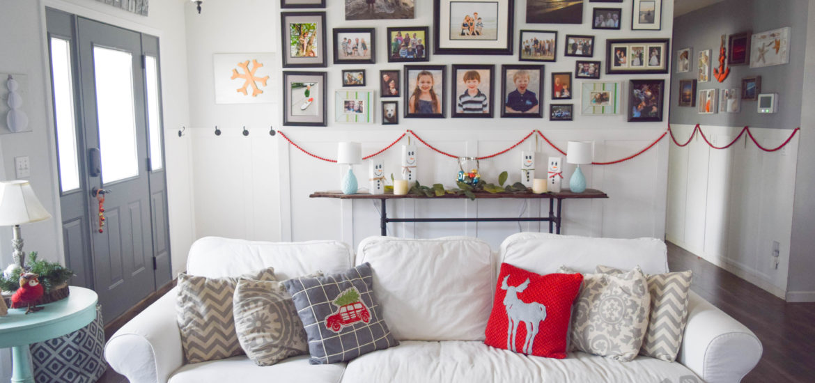 christmas-living-room-ideas-with-red-accents_