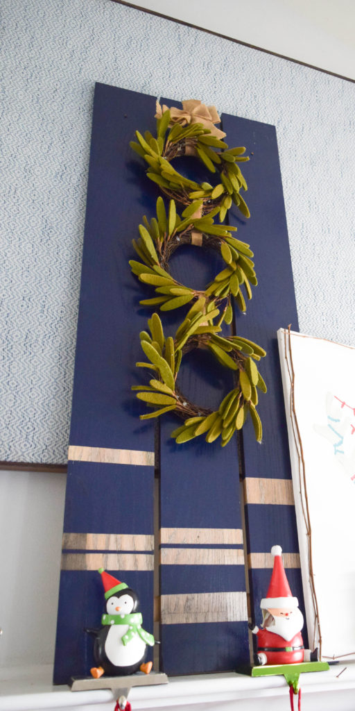 decorating-with-christmas-wreath_