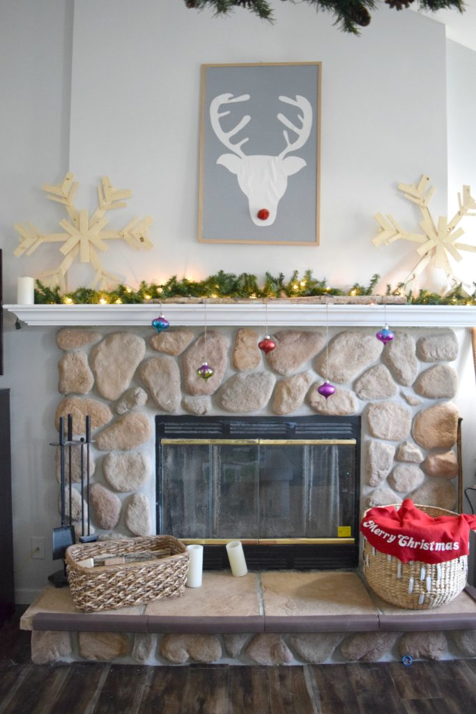 christmas-fireplace-mantel-ecor