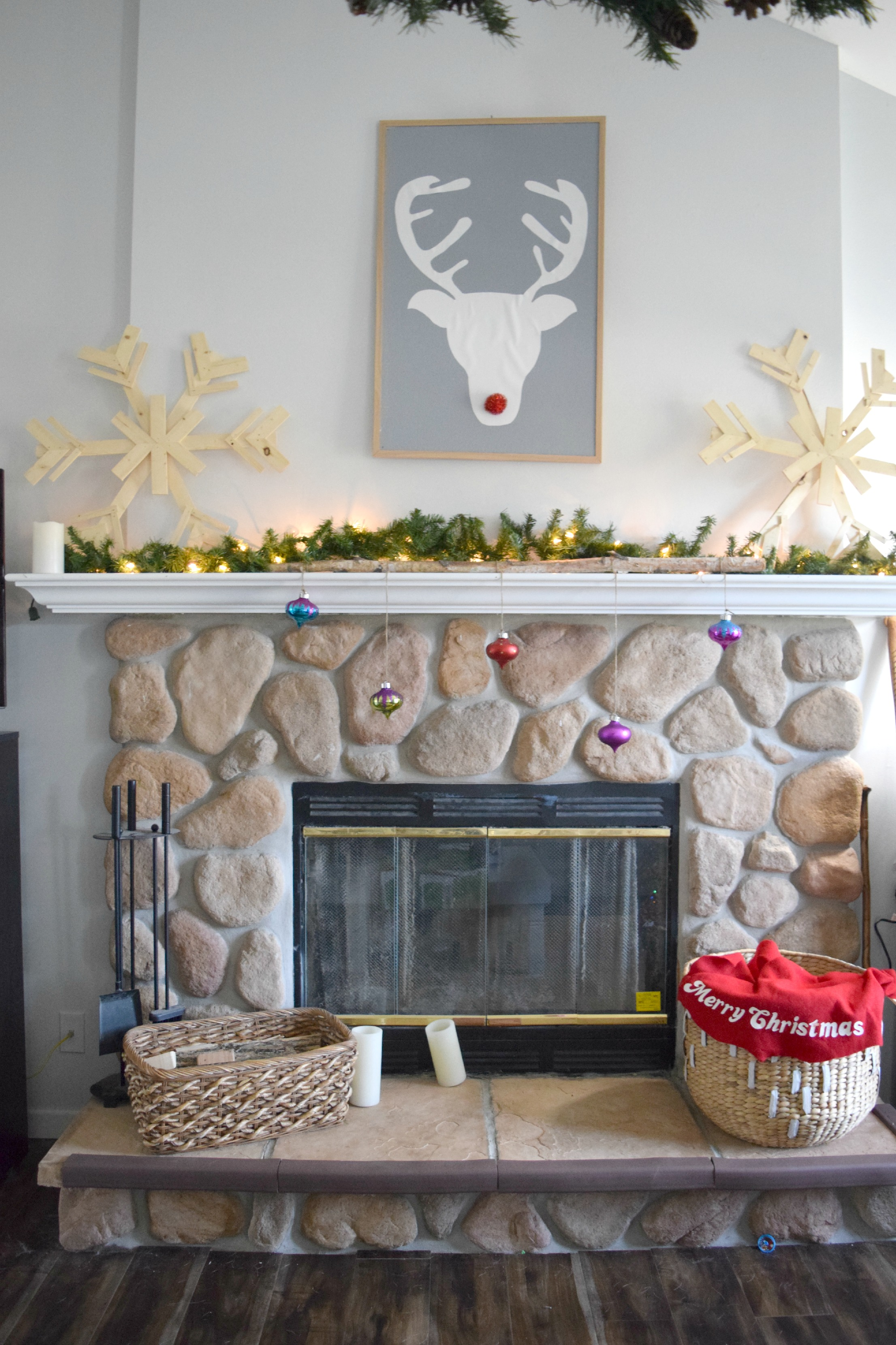 diy ideas to decorate a christmas fireplace mantel our house now a home. Black Bedroom Furniture Sets. Home Design Ideas