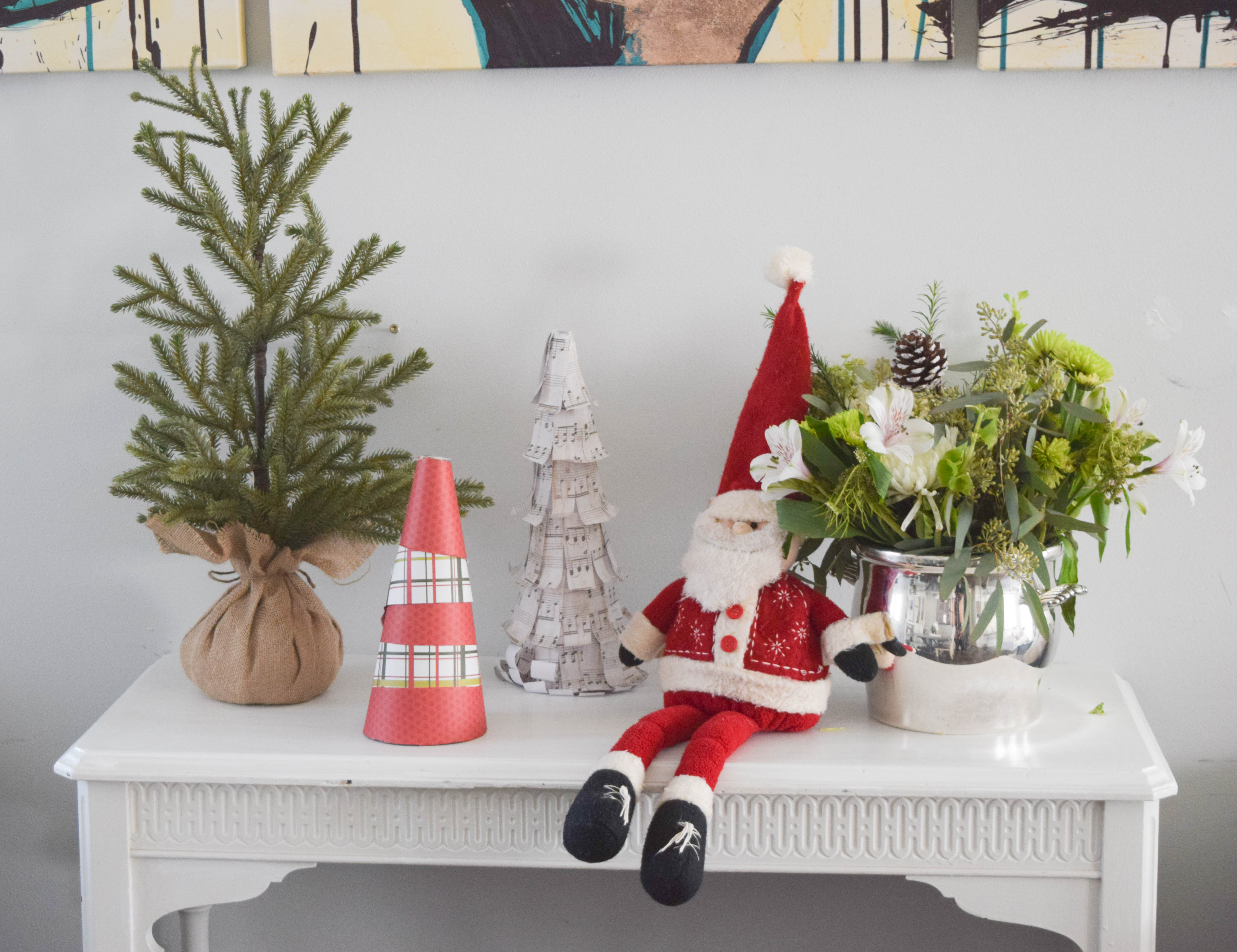 Christmas decorations for a dining room our house now a home for Simple christmas decorations