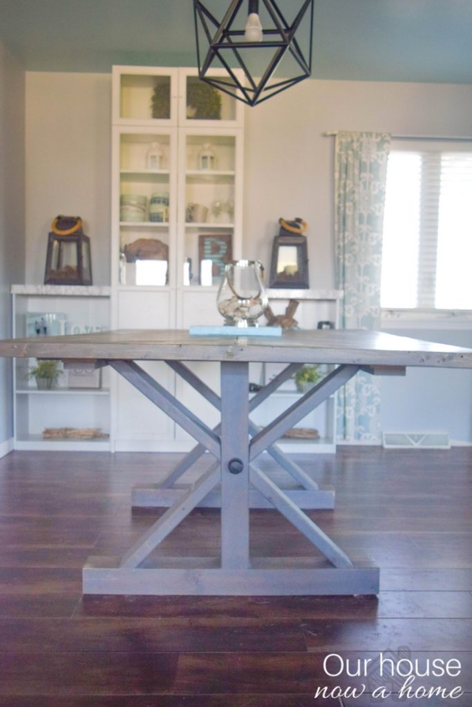 Easy tutorial to make a farmhouse table with a modern and coastal style