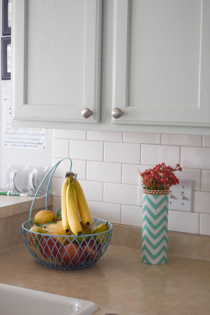 simple kitchen counter decorating ideas