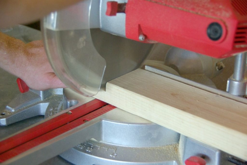 cutting-wood-for-planter