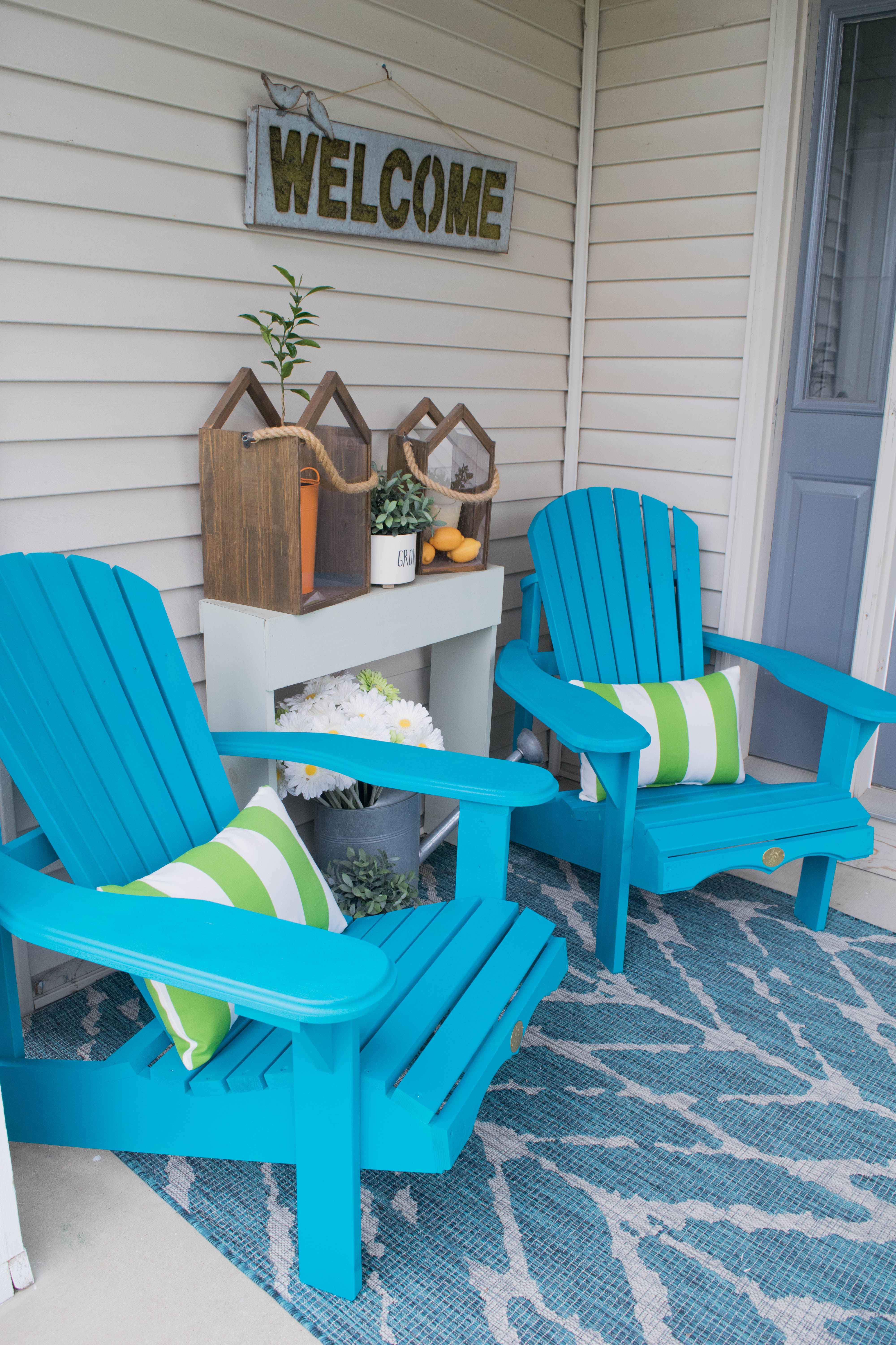 Front porch decorating ideas with the perfect adirondack for How to decorate a small front porch