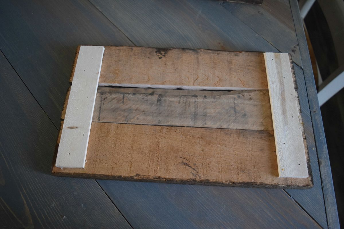 Easy to make picture frame and wall display bringing rustic and back of pallet frame jeuxipadfo Choice Image