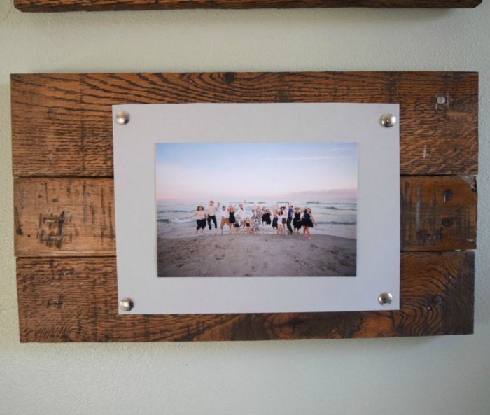 Easy to make picture frame and wall display, bringing rustic and simple elements to a wall decor
