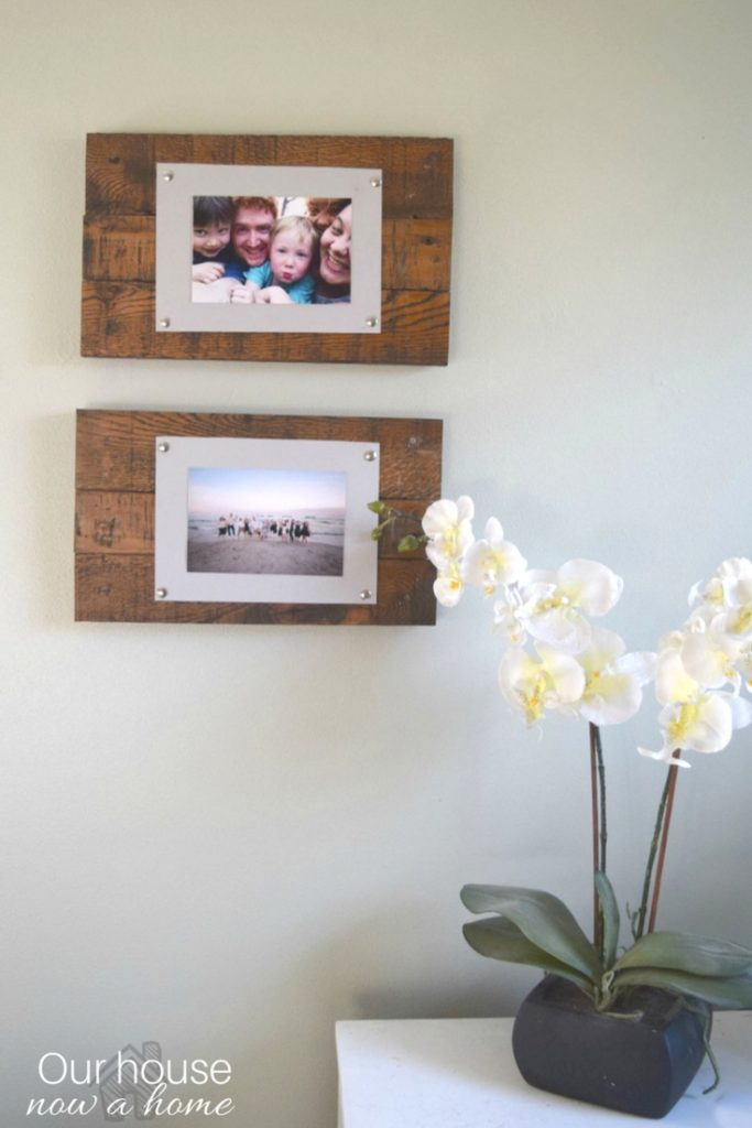 Easy to make wood pallet picture frame and display. Adding a rustic and simple way to display pictures, a low cost DIY project. (
