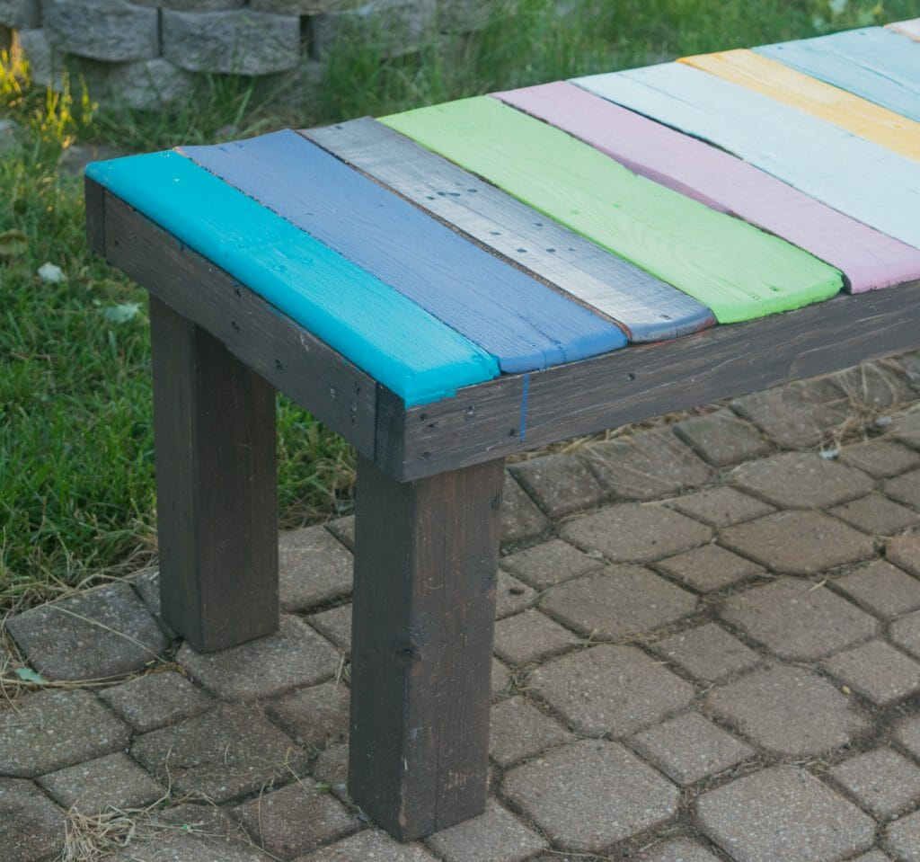 low cost wood pallet bench