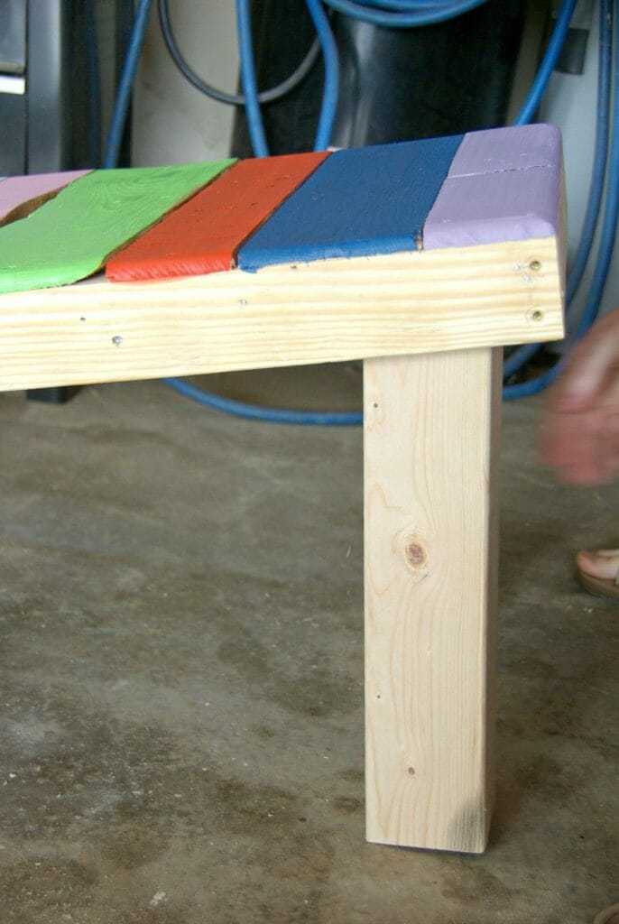 putting-legs-for-pallet-bench