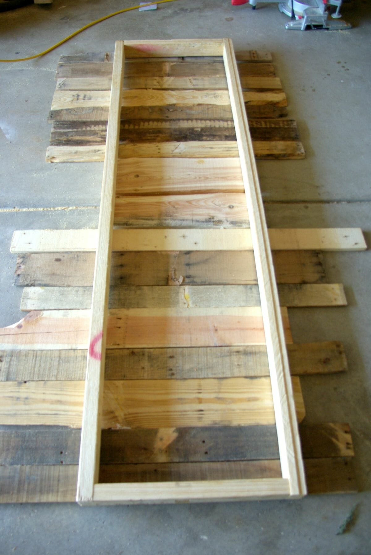 Diy wood pallet bench low cost and easy to make our for Building a bench from pallets