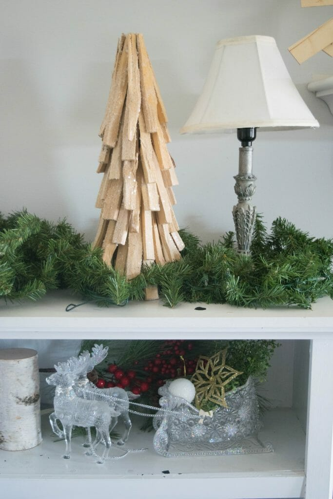 simple holiday decorating ideas for a bookshelf