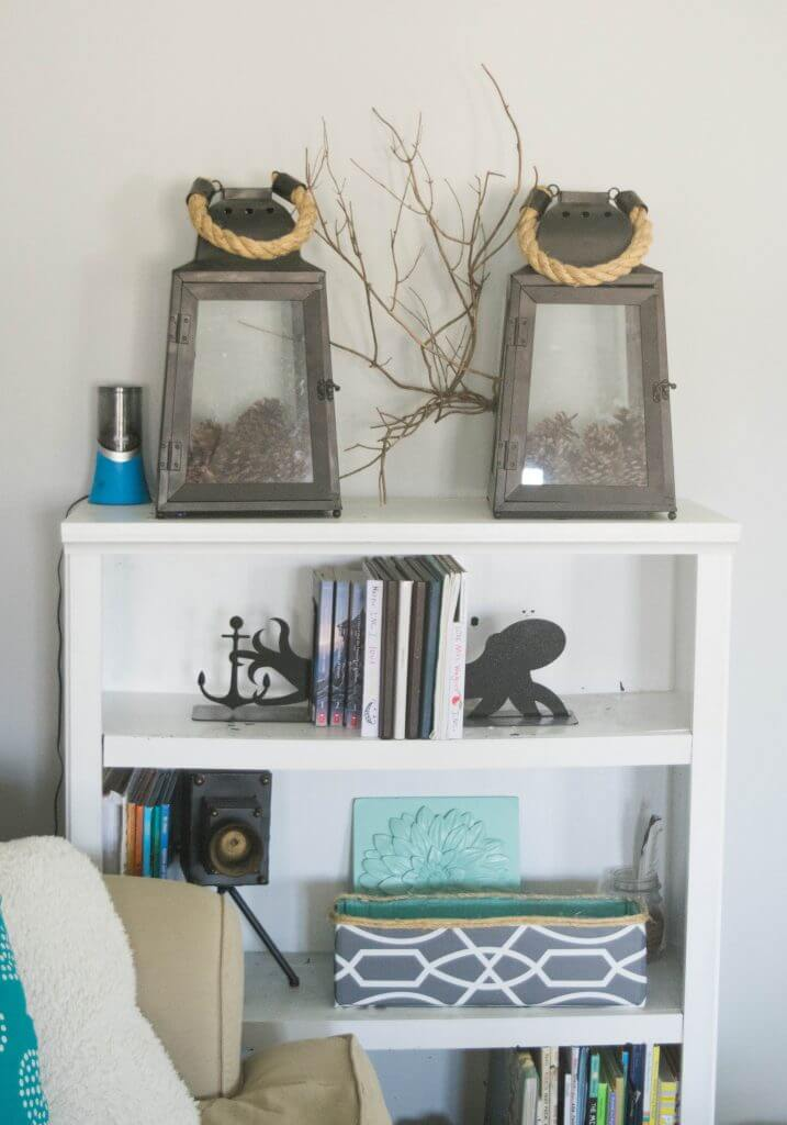bookshelf decorative accents