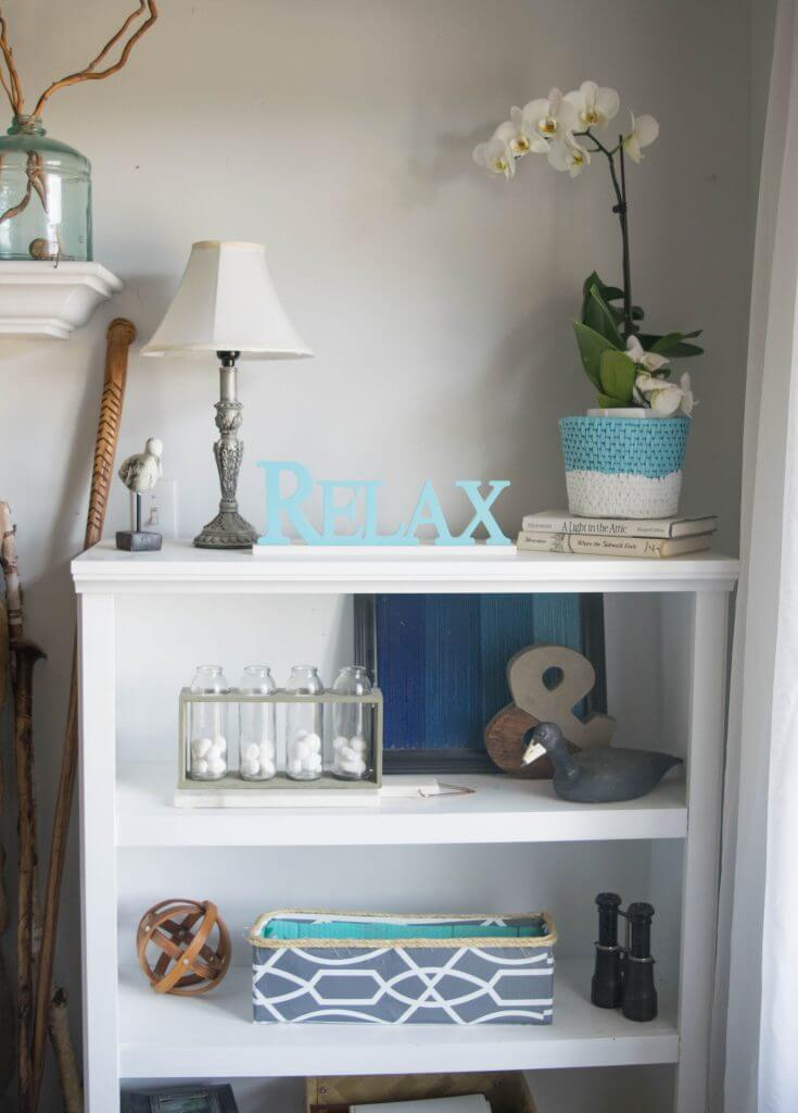 simple decor for bookshelf
